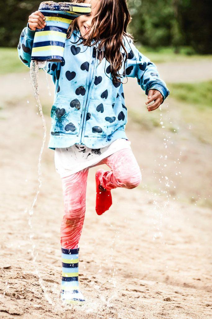 Water in the Boots, playful moment, photo Anna-Stiina Saarinen
