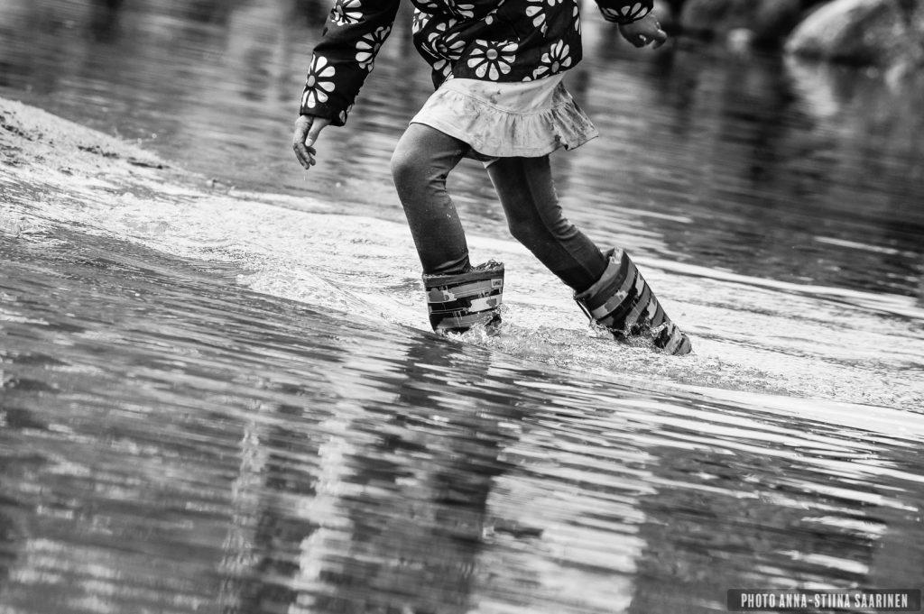 Kids fun on the shore of Lake Pikku-Ulvaja, Valkeakoski, Finland. Summer 2014, photo Anna-Stiina Saarinen