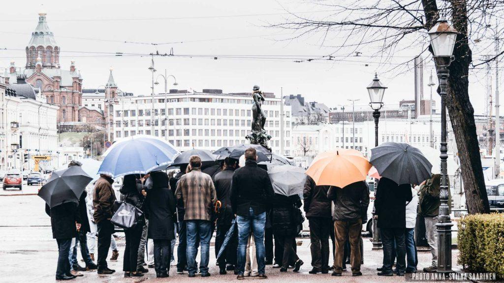 """Statue """"Havis Amanda"""" and onlookers, Helsinki 2014, photo Anna-Stiina Saarinen"""