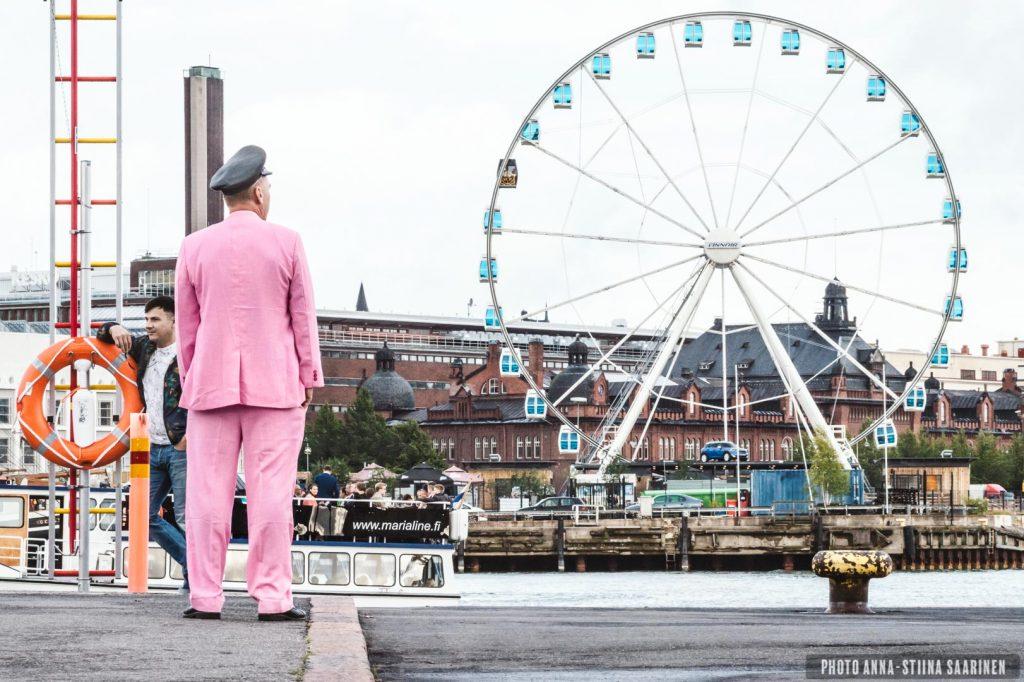 Pink dressed man, ferris wheel, Helsinki 2015, photo Anna-Stiina Saarinen