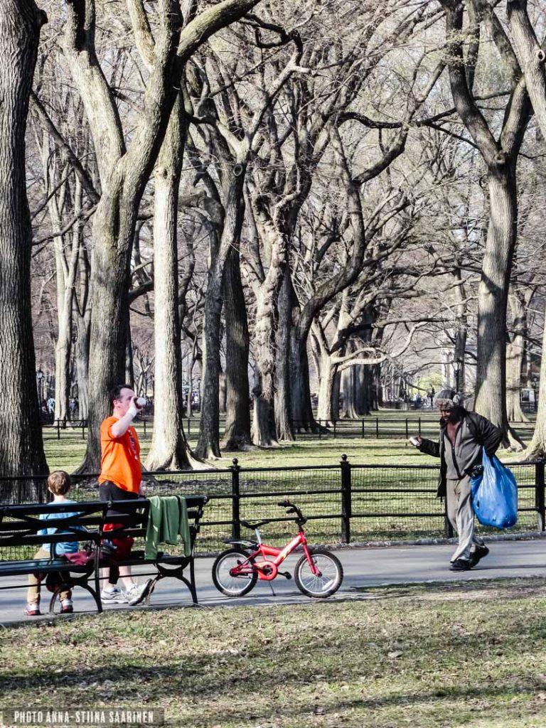 A moment, encounter, Central Park New York, 2012, photo Anna-Stiina Saarinen