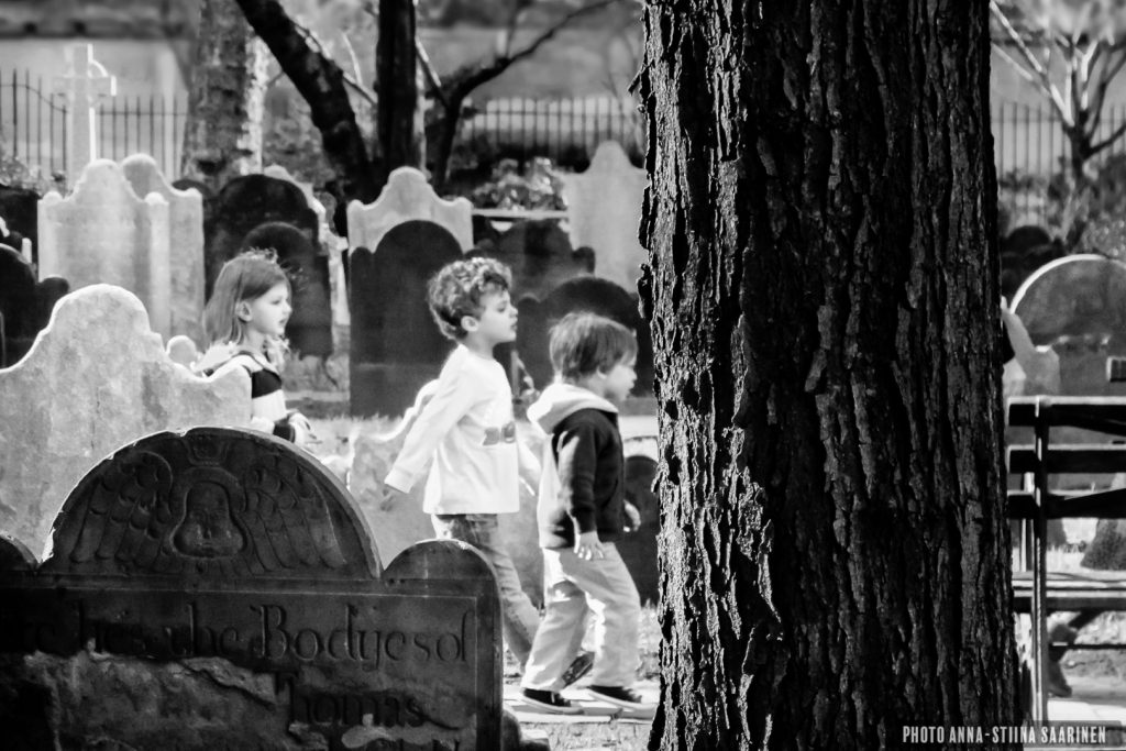 Kids in the Saint Paul's Churchyard, New York, 2012, photo Anna-Stiina Saarinen