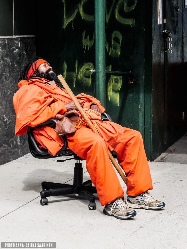 Sleeping man in the street, Soho. New York, photo Anna-Stiina Saarinen