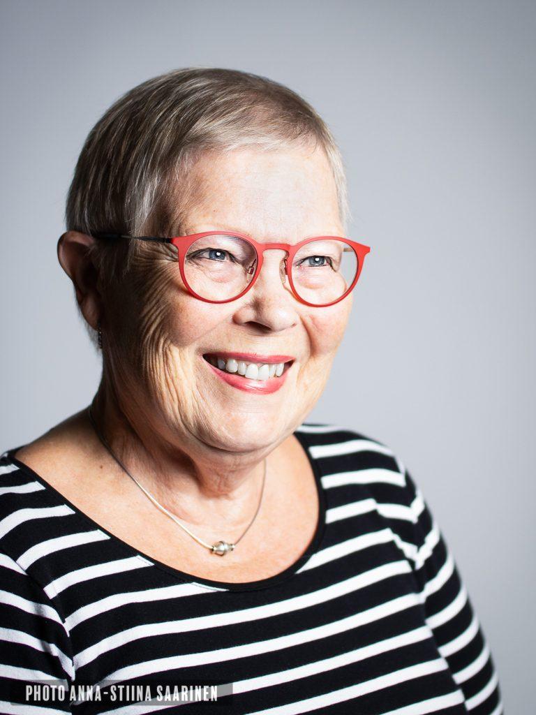 Portrait, studio, smile, photo Anna-Stiina Saarinen