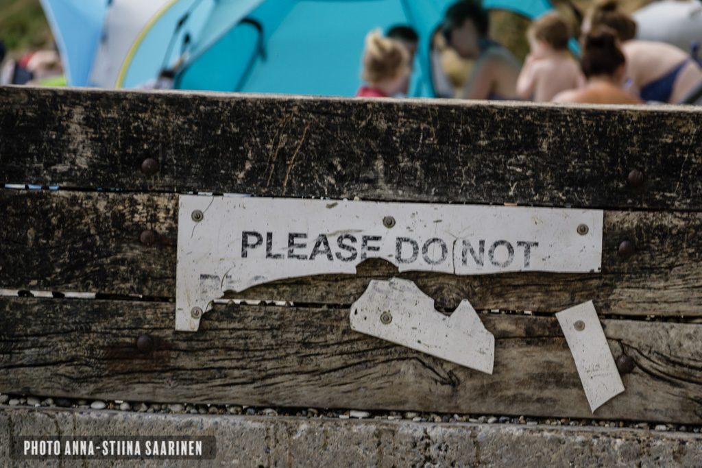 Please do not sign, Dorset England photo Anna-Stiina Saarinen