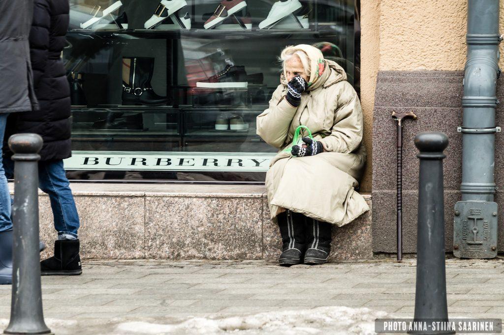 Old lady, Vilnius, photo Anna-Stiina Saarinen