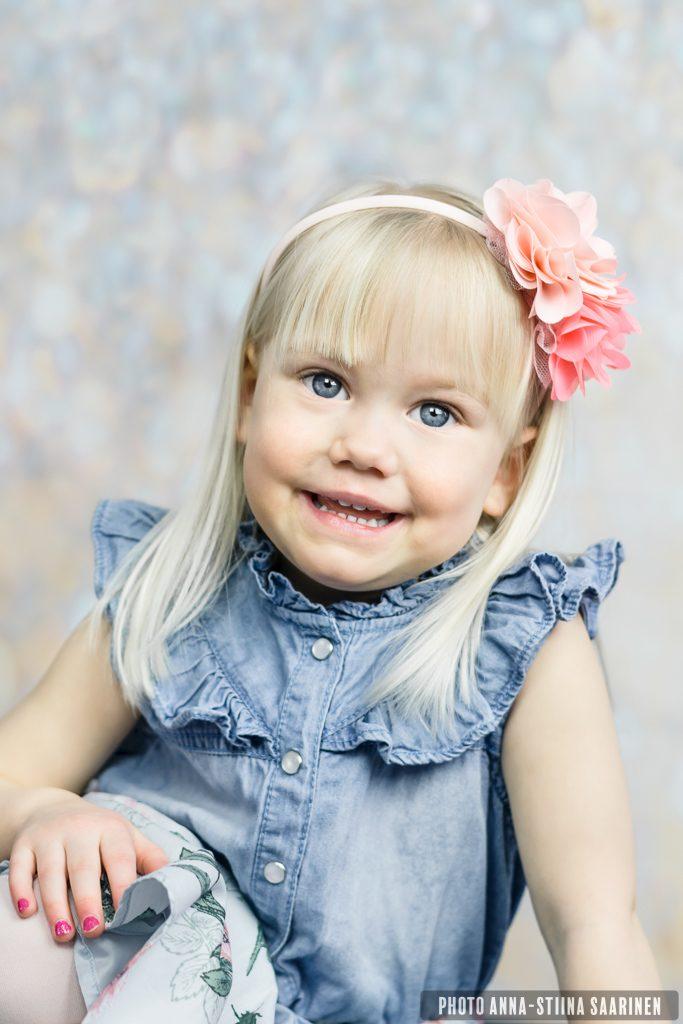 Portrait, smile, a girl, lapsikuvaus, photo Anna-Stiina Saarinen