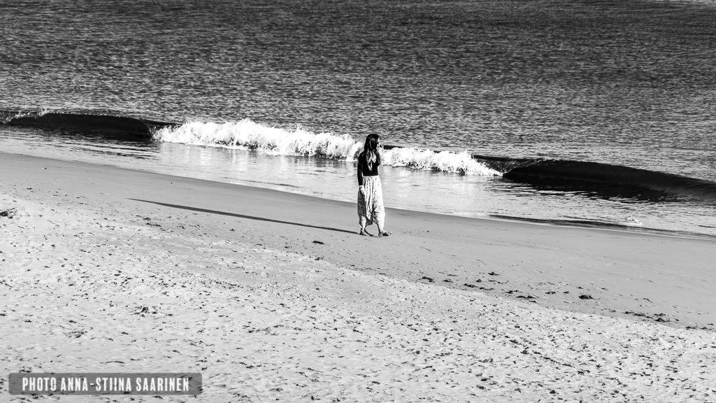 Lady walking on the coast of Estoril Portugal, photo Anna-Stiina Saarinen