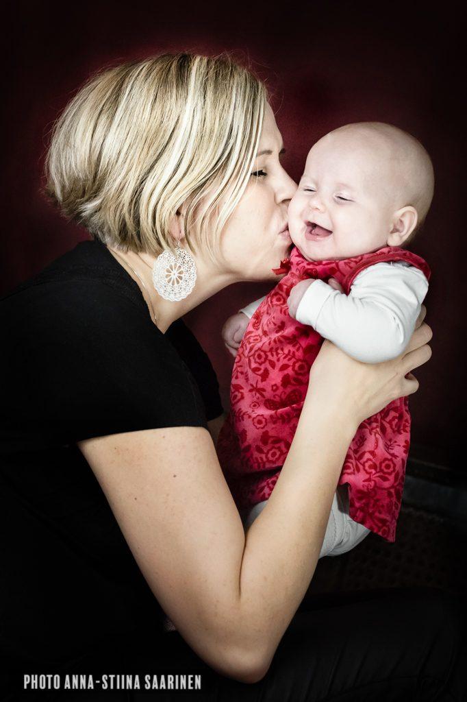 Portrait, mother and baby, photo Anna-Stiina Saarinen
