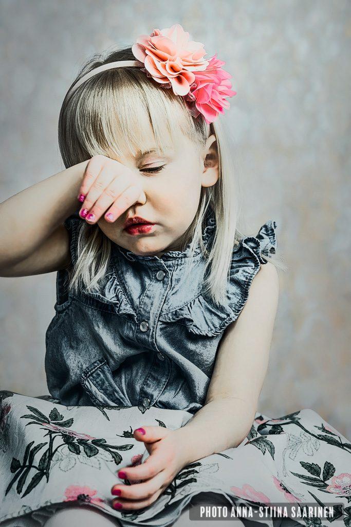 Tired girl, photo Anna-Stiina Saarinen