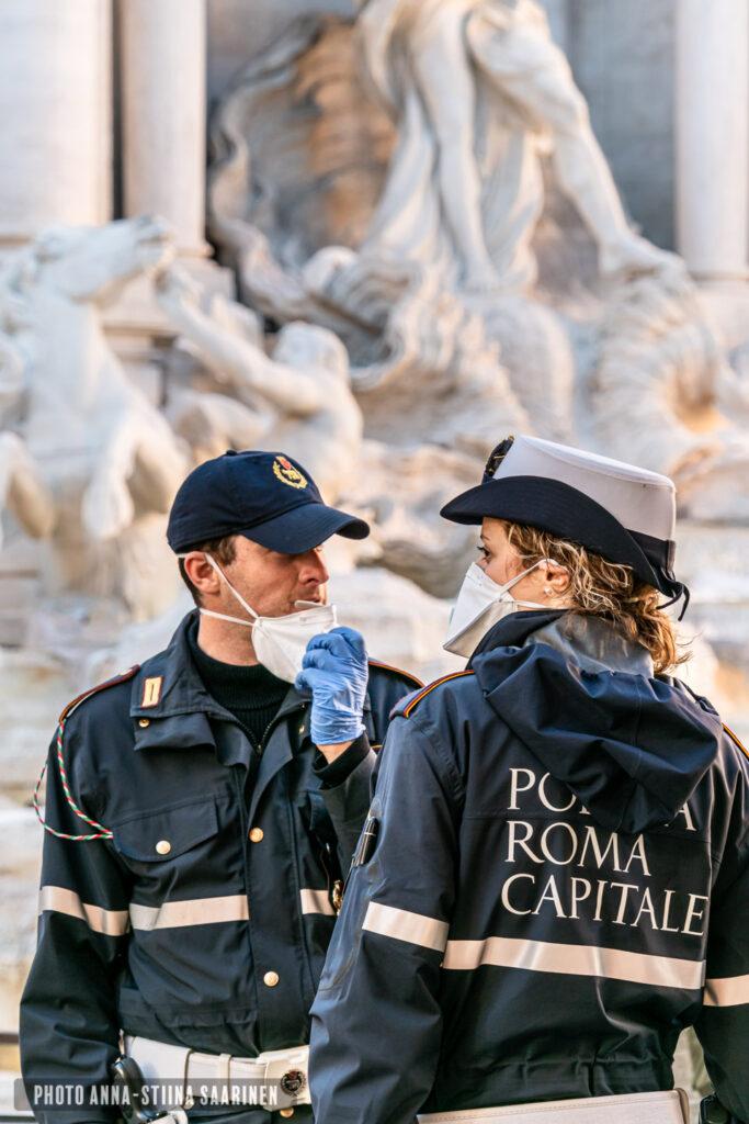 Polices in Piazza di Trevi Rome March 2020 photo Anna-Stiina Saarinen annastiinasphotos.com
