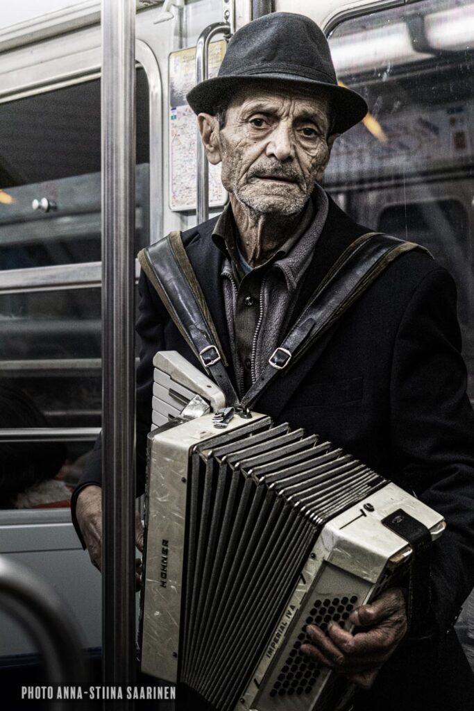 A street musician in Lissabon metro photo Anna-Stiina Saarinen annastiinasphotos.com