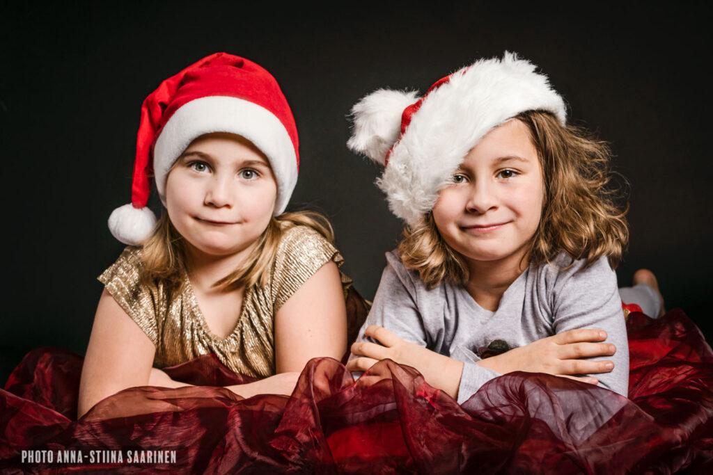 Joulukortti kuvaus Christmas gnomes Portrait photo Anna-Stiina Saarinen annastiinasphotos.com