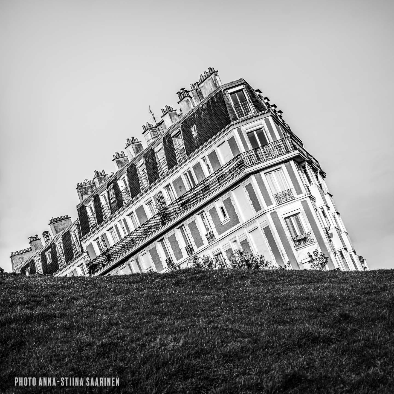 Sinking house Montmartre Paris photo Anna-Stiina Saarinen annastiinasphotos.com