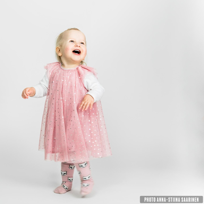 Portrait photo lapsikuva Anna-Stiina Saarinen annastiinasphotos.com